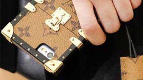 Take a look at $4,100 crocodile louis vuitton etui Iphone 7 case!